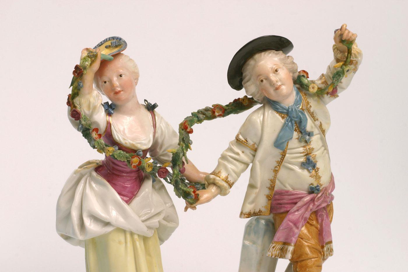Dépendance Kronberger Haus - Paar mit Girlanden, © Historisches Museum