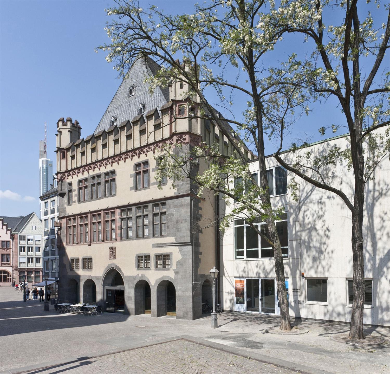 AUSSENANSICHT FRANKFURTER KUNSTVEREIN Foto/Photo: Norbert Miguletz, 2011 © Frankfurter Kunstverein
