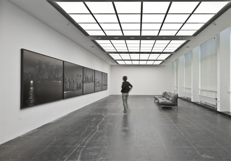 """Installationsansicht SVEN JOHNE """"Hafen (Harbor) #1"""", 2010, Foto / Photo: Norbert Miguletz © Frankfurter Kunstverein"""