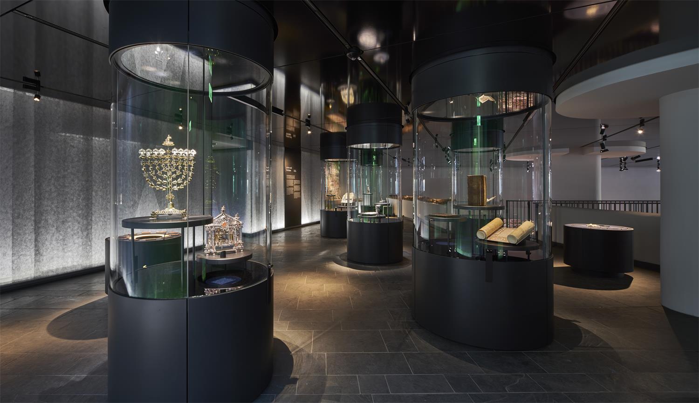 Museum Judengasse: Blick in die Ausstellung – Bilder in der Judengasse © Norbert Miguletz, Jüdisches Museum Frankfurt