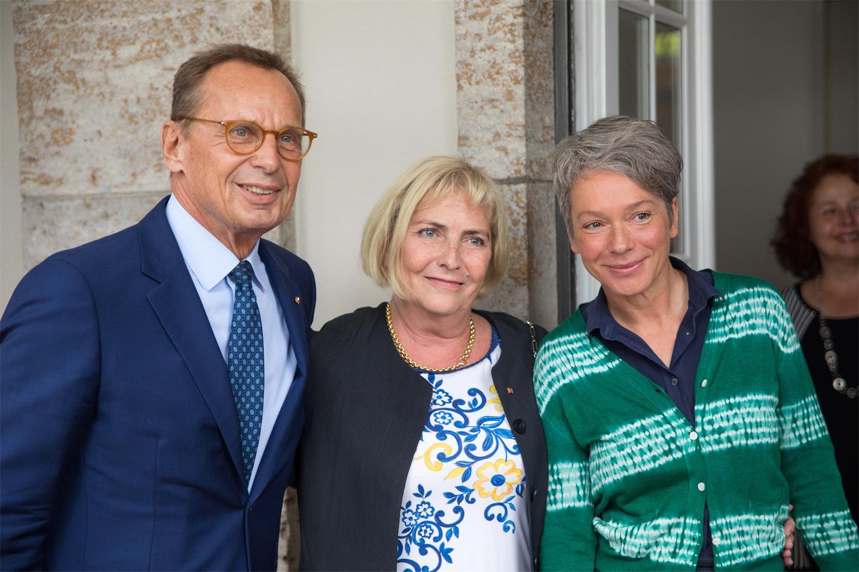 Verabschiedung von Claudia Dillmann (v.l.n.r. Dr. Nikolaus Hensel, Claudia Dillmann, Ina Hartwig)