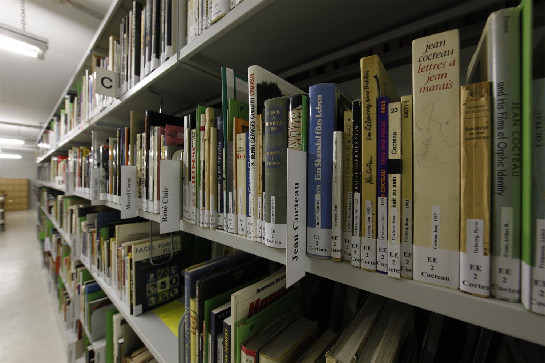 Der Freihandbestand von Bibliothek und Textarchiv des Deutschen Filminstituts in der Deutschen Nationalbibliothek; Copyright: DIF/Uwe Dettmar