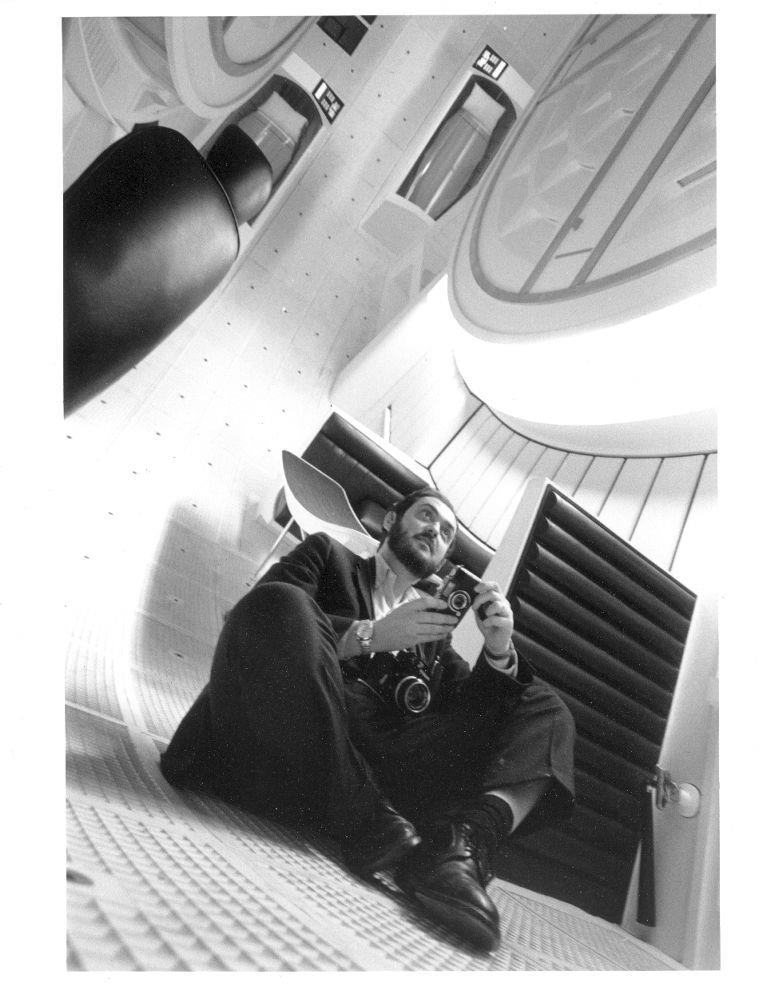 "Stanley Kubrick am Set von ""2001 a space odyssey"" (1968); Quelle: Deutsches Filminstitut - DIF"