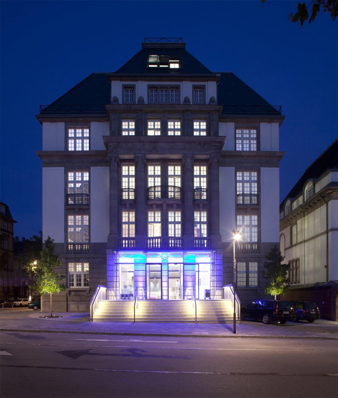 Fassade des neuen Filmmuseums bei Nacht Foto: Uwe Dettmar / Quelle: Deutsches Filminstitut
